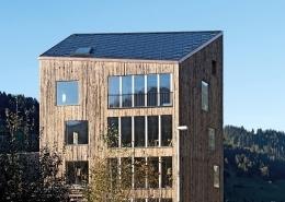 Haus mit integrierter Phovoltaik in Zweisimmen